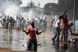 manifestanti a Libreville