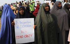 Donne musulmane protestano contro il Governo di Abuja