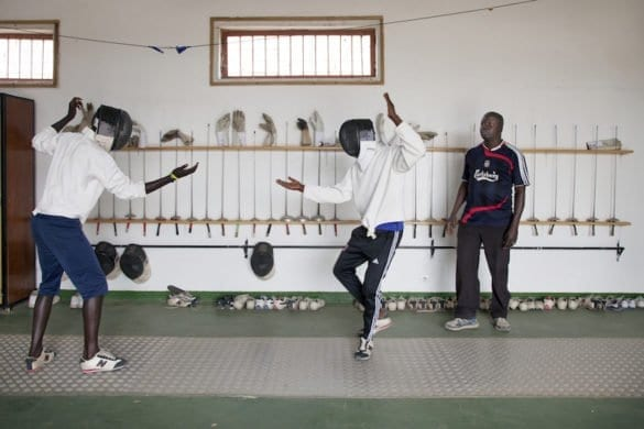 In Senegal i detenuti minorenni imparano l'arte della scherma
