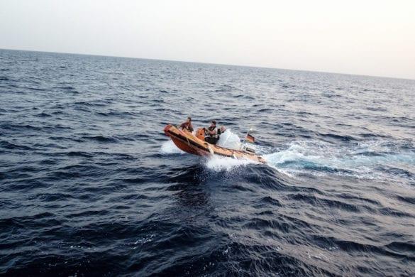 A bordo di un ex peschereccio con gli ultimi angeli del mare
