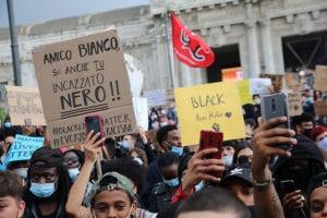 Manifestazione Milano contro razzismo